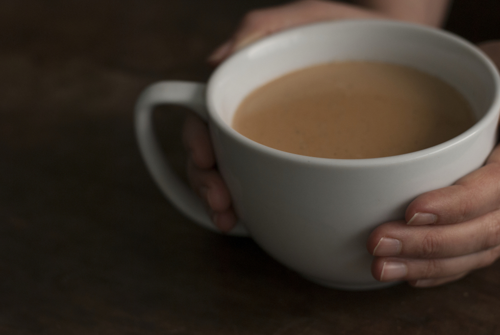 caramel-chai-tea-with-hands-980x650.jpg